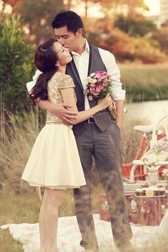 A Vintage Picnic Engagement Session by Picture & Hearts Photography | Simply Peachy Wedding Blog