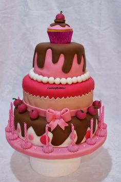 Taart Pretty Cakes, Cute Cakes, Beautiful Cakes, Yummy Cakes, Amazing Cakes, Lollipop Cake, Cupcake Cakes, Biscuit, Foundant