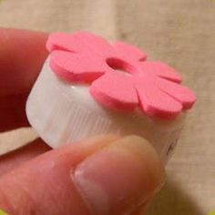 Stick foam shapes onto bottle caps for quick DIY stamps. Stick foam shapes onto bottle caps for quick DIY stamps. Foam Crafts, Diy And Crafts, Crafts For Kids, Paper Crafts, Craft Foam, Paper Toys, Kids Diy, Paper Art, Stamp Printing