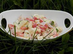Zvířátkový den - Sýrový salát - 2 druhy sýra ( eidam a hermelín ) , cuketa, červená paprika, vařená vejce, šunka, -zálivka citron, fruktoza, sůl, pepř, olivový olej -pár kapek . Nakonec vmíchat trochu majolky.