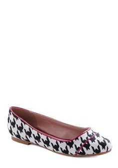 Professional Pointers Flat, #ModCloth love me some Houndstooth!
