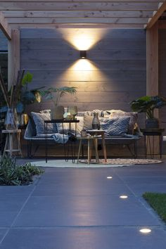 Small Yard Landscaping, Small Backyard Patio, Backyard Patio Designs, Modern Landscaping, Modern Patio, Outdoor Recessed Lighting, Backyard Lighting, Exterior Tiles, Landscape Lighting Design