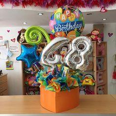 Un regalo especial ✨ para un cumpleañero especial #JoliandGift Balloon Arrangements, Balloon Centerpieces, Balloon Decorations, Balloon Ideas, Number Balloons, Letter Balloons, Birthday Balloons, Birthday Candles, Balloon Gift