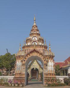 2013 Photograph, Wat Pa Phrao Nok Temple Gate, Tambon Chang Khlan, Mueang Chiang Mai District, Chiang Mai Province, Thailand, © 2014.  ภาพถ่าย ๒๕๕๖ วัดป่าพร้าวนอก ทรวารวัด ตำบลช้างคลาน เมืองเชียงใหม่ จังหวัดเชียงใหม่ ประเทศไทย
