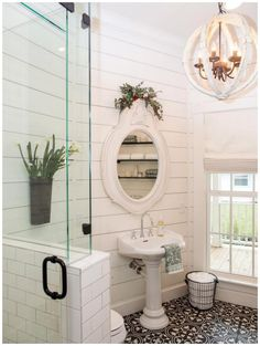Need to update your bathroom? Check out these twenty one-of-a-kind beautiful farmhouse bathrooms that, we have to admit, we're totally obsessed with.  #ModernFarmhouseInteriors #ModernFarmhouseBathroom #RusticFarmhouse #FarmhouseStairs #ModernFarmhousePlans #FarmhouseIdeas #FarmhouseDesign #BathroomRenos #BathroomInterior Home Design, Interior Design, Design Ideas, Baños Shabby Chic, Cottage Style Bathrooms, Farmhouse Bathrooms, Farmhouse Kitchens, Bathroom Chandelier, Bathroom Lighting