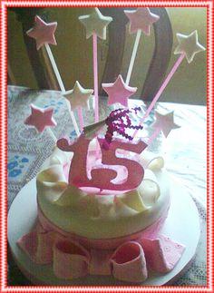 Torta de cumpleaños de vainilla y manjar