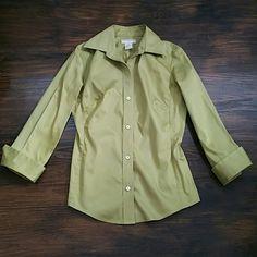 Banana Republic stretch XS shirt Women's stretch XS Shirt. 98% cotton 2% spandex. Machine wash cold. Banana Republic Tops