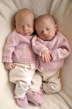 Five Pound Baby Cardigan Sweater - for preemie - knit top down, free pattern**