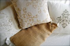 Annie Sloan chalk painted pillows, in burlap and linen Stencil Fabric, Stencil Painting, Fabric Painting, Chalk Painting, Paint Stencils, Stenciling, Stenciled Pillows, Decorative Pillows, Annie Sloan Farbe