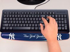 "MLB - New York Yankees Wrist Rest 2""x18"""