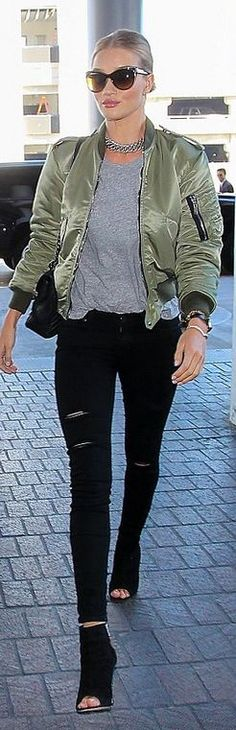 Who made Rosie Huntington-Whiteley's suede boots, gold jewelry, brown sunglasses, green jacket, chain necklace, black skinny jeans, watch, gray tee, and quilted handbag?