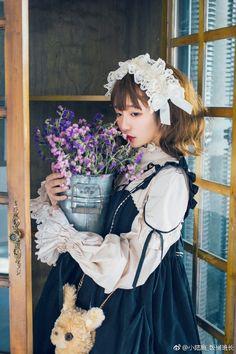 小陆离_饭桶班长的微博_微博 Mori Girl Fashion, Lolita Fashion, Tokyo Fashion, Harajuku Fashion, Estilo Lolita, Lolita Dress, Japanese Fashion, Gothic Lolita, Cosplay Girls