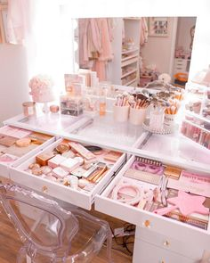 "THANIA | All Pink Everything ✨ on Instagram: ""Been working on organizing my vanity even more 💗👏🏼 swipe to see the progress 👉🏼"" Rich Girl Bedroom, Girl Bedroom Designs, Room Ideas Bedroom, Teen Room Decor, Bedroom Decor, Cute Girls Bedrooms, Makeup Room Decor, Aesthetic Room Decor, Glam Room"