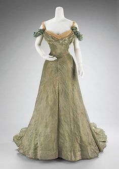 Jacques Doucet (French, 1853–1929). Ball gown, 1898–1900. The Metropolitan Museum of Art, New York. Brooklyn Museum Costume Collection at The Metropolitan Museum of Art, Gift of the Brooklyn Museum, 2009; Gift of Mrs. Daniel M. McKeon and Robert Hoguet, Jr., 1965 (2009.300.3275a–c)