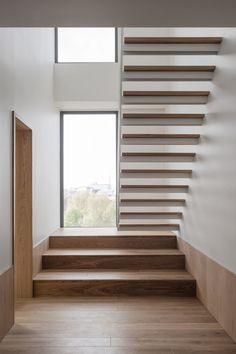 London based architectural practice with a reputation for bold ideas, strong forms and carefully crafted buildings. Minimal Bedroom, Minimal Home, House Stairs, Stairs Window, Stair Steps, Empty Room, Contemporary Interior Design, Staircase Design, Pent House