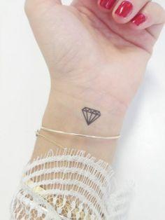 Tatouage Ephemere Bernard Forever for the soles of my feet! Ruby Tattoo, Et Tattoo, Jewel Tattoo, Tattoo Trend, Piercing Tattoo, Piercings, Wrist Tattoo, Diamonds Tattoo, Small Diamond Tattoo