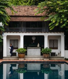 White, black, wood, and concrete Thai House, Asian House, Tropical Architecture, Colonial Architecture, Architecture Design, British Colonial Style, French Colonial, Style Tropical, Design Commercial