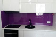 Sticla colorata pentru o casa de vis Flat Screen, Decor, Lighted Bathroom Mirror, Furniture, Light, Mirror, Bathroom Lighting, Bathroom Mirror, Home Decor