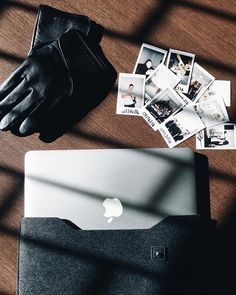 Sleeve for macbook & leather touchscreen gloves - By @brayanmess from #boston - Available at mujjo.com  #touchscreengloves #iphonegloves #touchgloves #leathergoods #macbooksleeve #leathersleeve #travelessential #leathercase #carrygoods #leatheraccessories #techaccessories #leathergoods #mujjo
