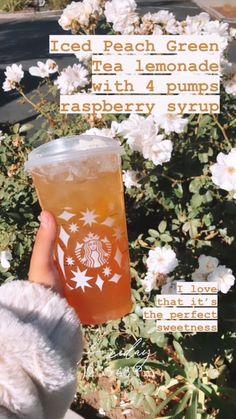 Starbucks Hacks, Healthy Starbucks Drinks, Starbucks Secret Menu Drinks, Starbucks Coffee, Starbucks Order, Coffee Drink Recipes, Coffee Drinks, Smoothie Drinks, Smoothies