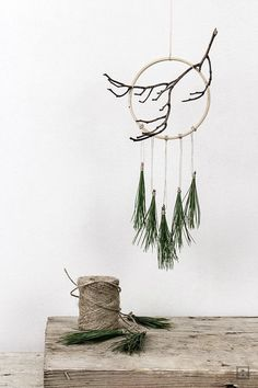 DIY Weihnachten und Winterzauber Dream catcher winter Christmas build yourself The fashion world, ho Noel Christmas, Winter Christmas, Christmas Wreaths, Christmas Crafts, Christmas Decorations, Xmas, Christmas Ornaments, Minimal Christmas, Natural Christmas