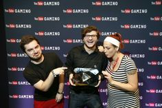 Congrats Skydoesminecraft on 10 million subs!!! He looks so happy, I love this picture!!! Captain Sparklez, Skydoesminecraft, and Alesa!!! =)