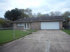 Great starter home with 3 bedrooms, 2 baths, open concept kitchen and den with fireplace & tile flooring. #generationpark #generationrealty #houstonisd #houstonrealtors #homesforsale #sellingmyhome #humbleisd #whatsmyhomeworth #fallcreek #summerwood #eaglespring #PineTrails #STERLINGFOREST