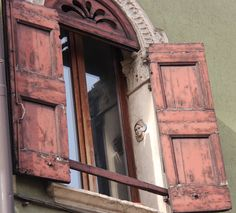 medieval windows with a small womans head on window frame Verona Italy photo by jadoretotravel