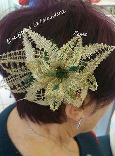 Bobbin Lace, Crown, Flowers, Jewelry, Fashion, Apple Roses, Bobbin Lace Patterns, Lace Flowers, Hand Fans