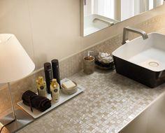 I nostri mosaici Four Seasons impreziosiscono ogni superficie e ogni ambiente della casa, creando scenografici riflessi e giochi di luce. Nella foto il colore spring  http://www.supergres.com/your-home/mosaici/item/28-four-seasons-mosaici-rivestimento  #Bathroom #RivestimentoBagni #WallTiles #CeramisOfItaly #mosaic