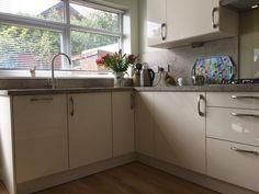 Gloss Kitchen, Kitchen Cabinets, Uni, Magnolia, Interior, Home Decor, High Gloss Kitchen, Decoration Home, Indoor
