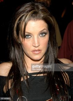 Lisa Marie Signs Autographs After Performing at The Beacon ...