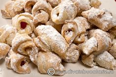 Cornulete cu rahat Romanian Food, Romanian Recipes, Bon Appetit, Gem, Biscuits, Cereal, Yummy Food, Favorite Recipes, Cookies
