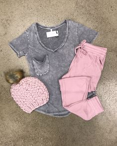 Short sleeve weather is here today, rock your favorite short sleeve while you can 💗 Boutique Shop, Fashion Boutique, Your Favorite, Joggers, Weather, Cozy, Sleeve, Pink, Clothes