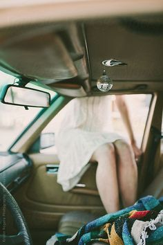 brand new b5b9c 71f61 Woman sitting in car window by Kristin Rogers Photography Fotografering  Kvinnor, Dikt