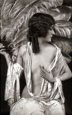 Young and sexy Silent Film legend Gloria Swanson with an amazing ostrich feather fan.