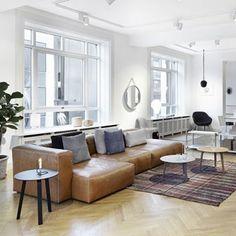 Modular Mags soft sofa is available in a range of shapes and fabrics Kadrat. Decoration and contemporary furniture in Paris Cognac Leather Sofa, Leather Sofas, Danish Interior Design, Danish Design, Hay Design, Design Shop, Comfortable Sofa, Living Room Sofa, Dining Room
