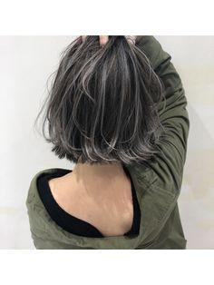 Bob Hair Color, Hair Color Streaks, Haircuts For Fine Hair, Bob Hairstyles, Grey Hair Kpop, Grey Hair Transformation, Short Hair Cuts For Round Faces, Gray Hair Highlights, Asian Short Hair