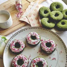 Aiya's Baked Matcha Donut recipe using our Cooking Grade Matcha is now on the blog! These jade green donuts are not only delicious and healthy, but is also very versatile. Use any type of flour, milk, and toppings you'd like. Happy baking!  aiyamatcha.com #matcha #donuts #matcharecipe #dessert