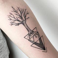 Geometric tree Tattoo -  Maria Fernandez Tattoo www.vadersdye.de @mariaftattoo