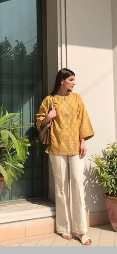Pakistani Fashion Casual, Indian Fashion Dresses, Indian Designer Outfits, Girls Fashion Clothes, Pakistani Outfits, Pakistani Formal Dresses, Pakistani Fashion Party Wear, Pakistani Dress Design, Stylish Dress Designs