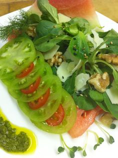 SALADS TO KEEP YOU FULL - For lunch or dinner, go and make any one of these protein-filled salad recipes that would not let you leave the table un...