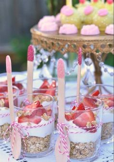 Strawberry yogurt breakfast parfaits - perfect for a brunch or a little girl's p. - Strawberry yogurt breakfast parfaits – perfect for a brunch or a little girl's party. Baby Shower Brunch, Deco Baby Shower, Baby Girl Shower Food, Baby Shower Desserts, Baby Shower For Girls, Baby Shower Buffet, Baby Shower Snacks, Ballerina Baby Showers, Gold Baby Showers