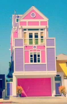 Check out the link's photo thread. Really awesome houses, like this real life barbie house! <3    (unique-homes)