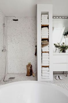For the past year the bathroom design ideas were dominated by All-white bathroom, black and white retro tiles and seamless shower room Minimal Bathroom, Modern Bathroom Design, Bathroom Interior, Bathroom Ideas, Shower Ideas, Bathroom Designs, Bathroom Trends, Bathroom Remodeling, Shower Bathroom