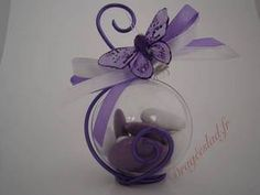 Contenant dragées papillon lilas, Boule dragees mariage originale - Drageeslad. Ring Pillows, Communion, Perfume Bottles, Valentines, Diy Crafts, Confirmation, Outdoor, Gifts, Wedding Ideas