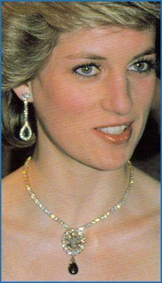 Prinzessin Diana Piercing In 2020 Princess Diana Lady Diana Princes Diana