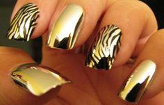 Uñas decoradas color oro