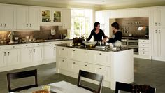 Looking for a country style kitchen? Why not take a look at Heritage Oyster Kitchen from Big Kitchen Shop? Classical Kitchen, Colonial Kitchen, Kitchen Shop, New Kitchen, German Kitchen, Space Kitchen, Kitchen Furniture, Kitchen Interior, Timeless Kitchen