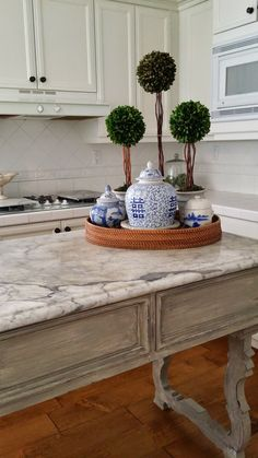 Blue and White Porcelain Ginger Jars Displayed with Topiaries on Marble Baking Table Home Interior, Interior Decorating, Interior Design, Kitchen Island Decor, Blue Kitchen Decor, Kitchen Display, Kitchen Islands, Chinoiserie Chic, Blue And White China